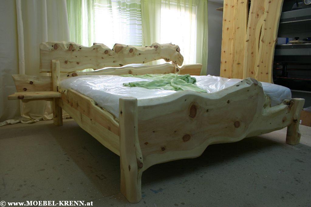 Rustikale Zirbenbetten der Tischlerei Krenn kaufen