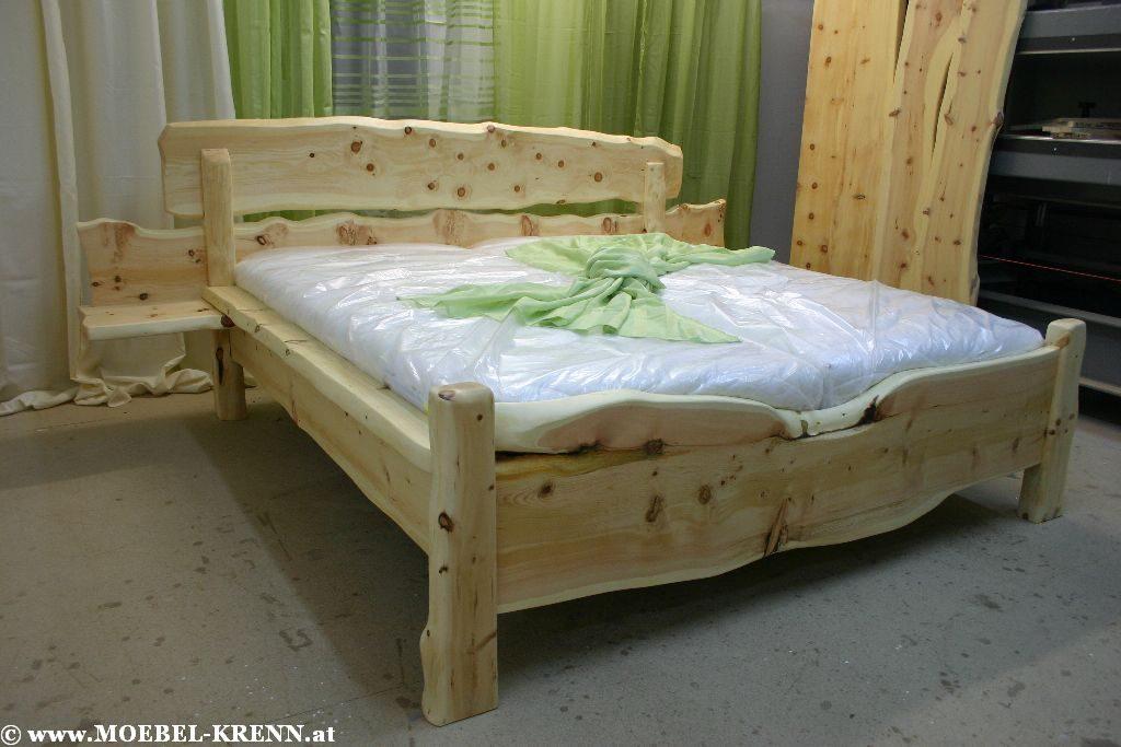 Rustikale Massive Zirben Holz Betten direkt beim Tischler kaufen