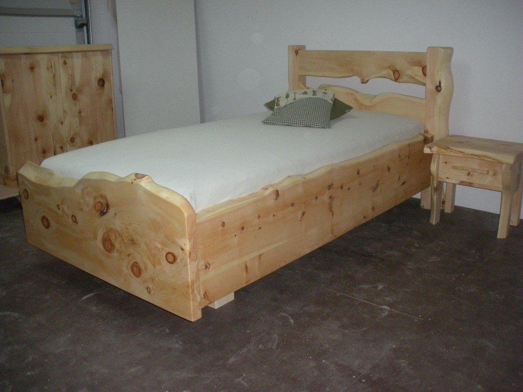 Zirbenholz Einzelbett Steirerherz