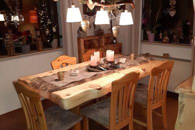 Zirben Tisch für Esszimmer der kleinen Tischlerei Möbel-Krenn aus ÖSTERREICH - Steiermark - WEIZ