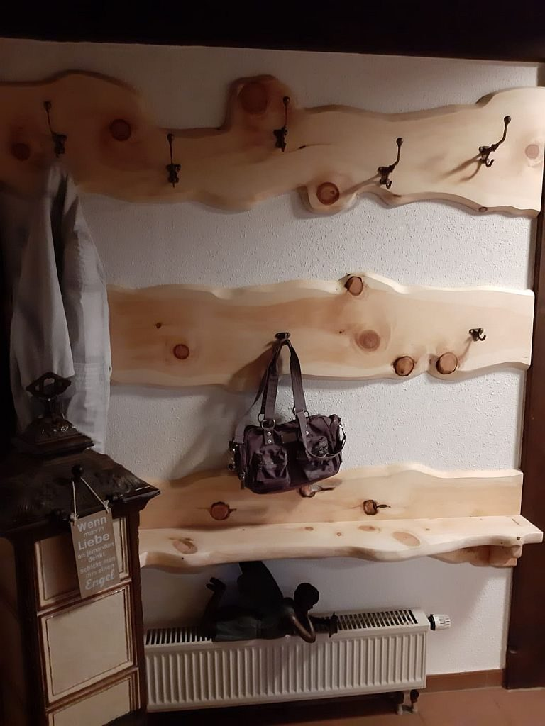 Garderobe aus Zirbenholz