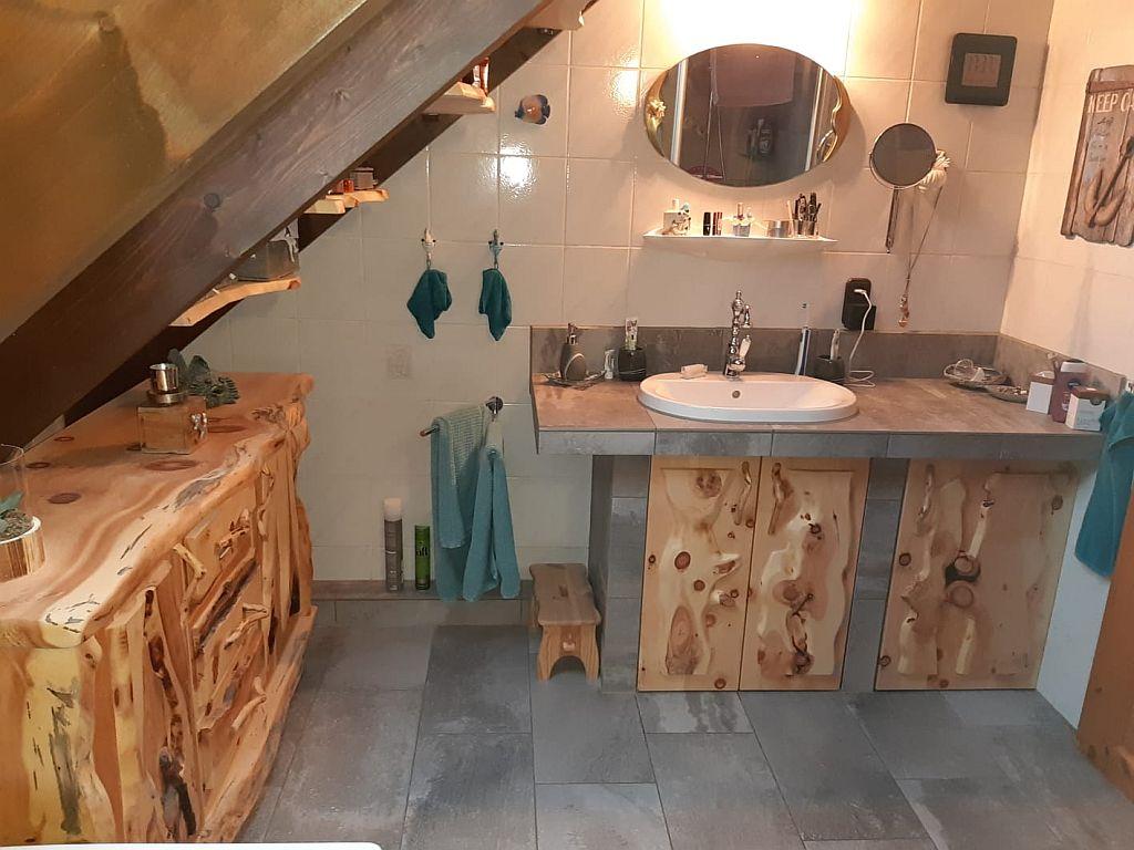 Arvenholz-Badezimmer-aus-Zirbenholz
