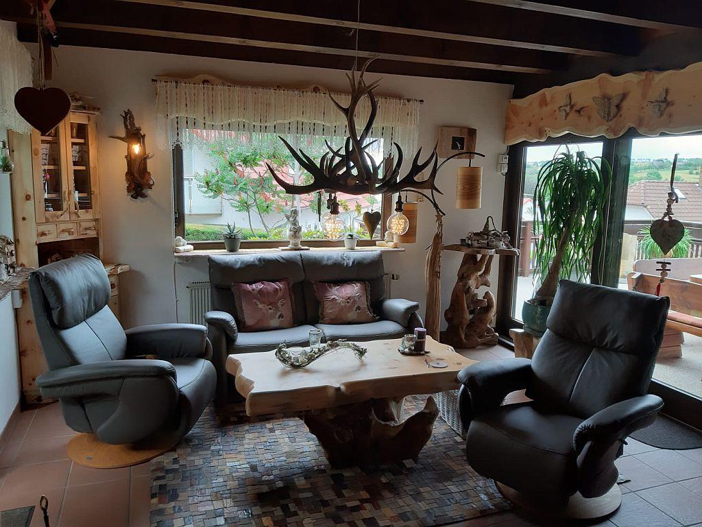 Wohnzimmer-aus-Zirbenholz